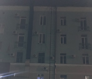 16-летний подросток упал с пожарной лестницы в Воронеже и погиб