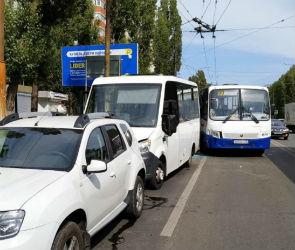 В Воронеже в столкновении двух автобусов пострадал пассажир
