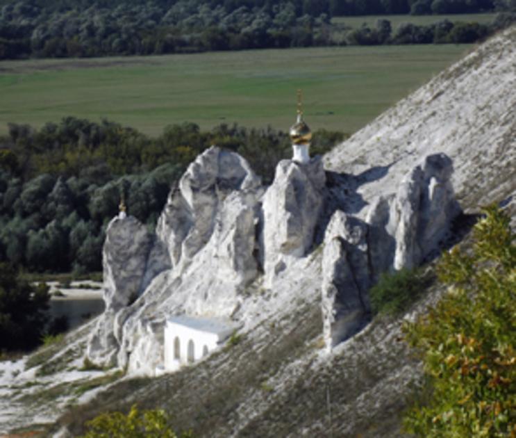 Воронежцев приглашают на ночную кладбищенскую экскурсию в «Дивногорье»