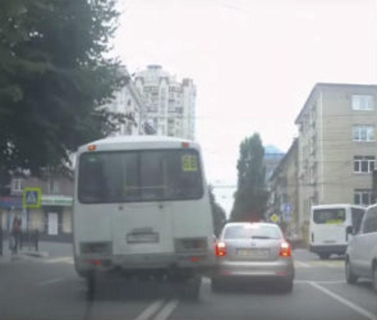 В Воронеже наказали маршрутчика, нарушившего ПДД за 40 секунд четыре раза