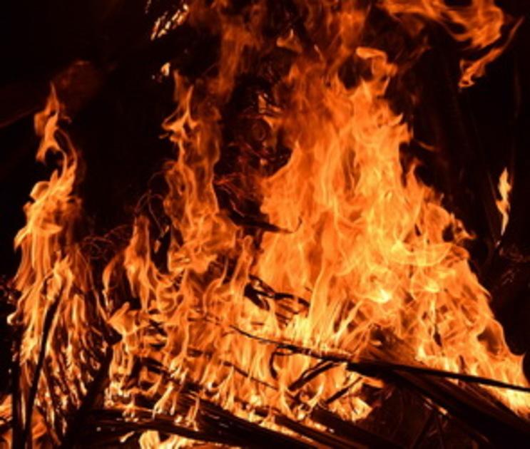 Пожар в подвале воронежского дома тушили 24 спасателя