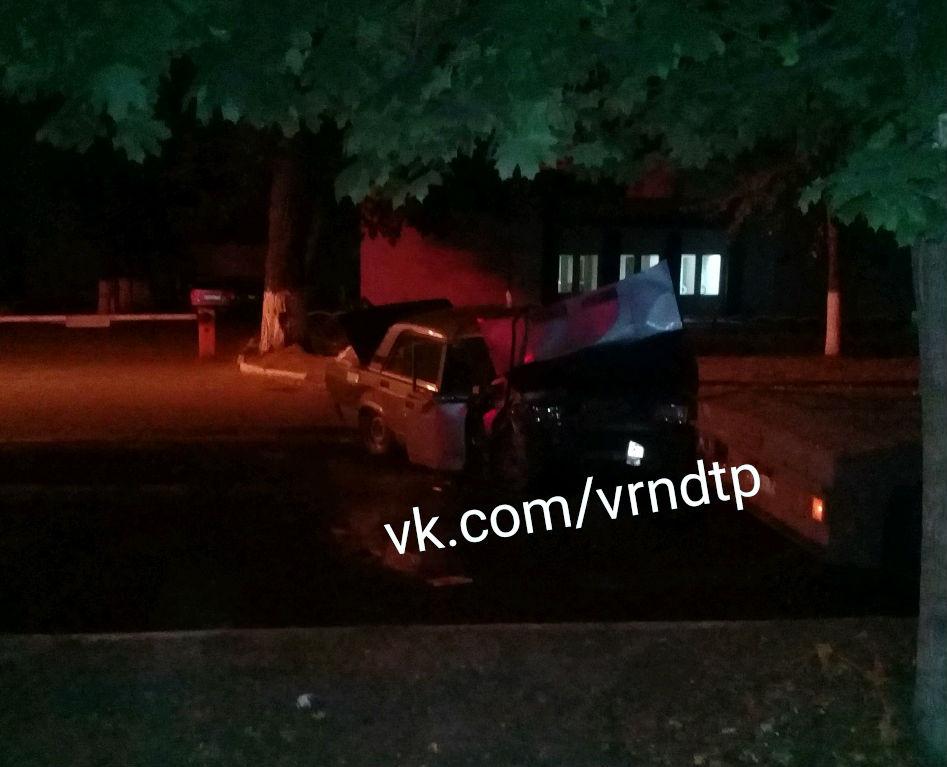 Пенсионер на ВАЗе погиб, протаранив грузовик в Воронеже