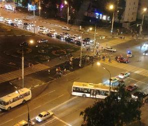 Очевидцы сообщают о еще одном ДТП с маршруткой в Воронеже