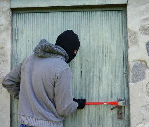 В Воронеже грабителя задержали через две минуты после взлома двери