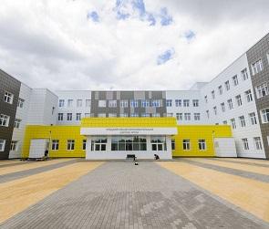 Ходите по трассе: учеников новой «супершколы» в Воронеже оставили без автобуса
