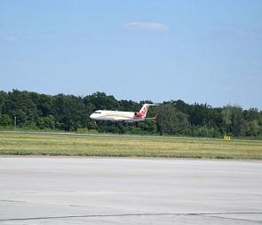 Пассажиров экстренно севшего в Воронеже самолета забрал резервный авиалайнер