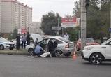 В Воронеже «Приора» протаранила иномарку и столб: погиб один человек