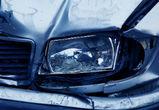 В столкновении «Мерседеса» и грузовика под Воронежем погибла женщина
