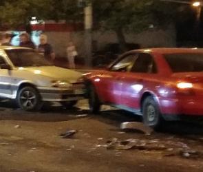В Воронеже на улице Арзамасской произошло крупное ДТП: ФОТО