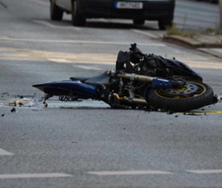 Под Воронежем мотоцикл врезался в дорожное ограждение: водитель погиб