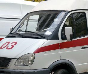 У здания облправительства в Воронеже внедорожник сбил девушек на переходе