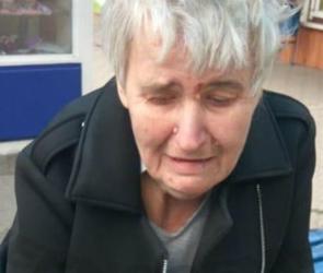 В Воронеже ищут родственников потерявшейся пенсионерки