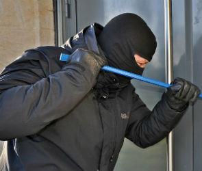 СМИ: Грабитель в маске угрожал взорвать банк в центре Воронежа