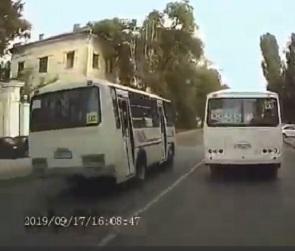 В Воронеже маршруточник заплатит 2,5 тысячи рублей за двойное нарушение