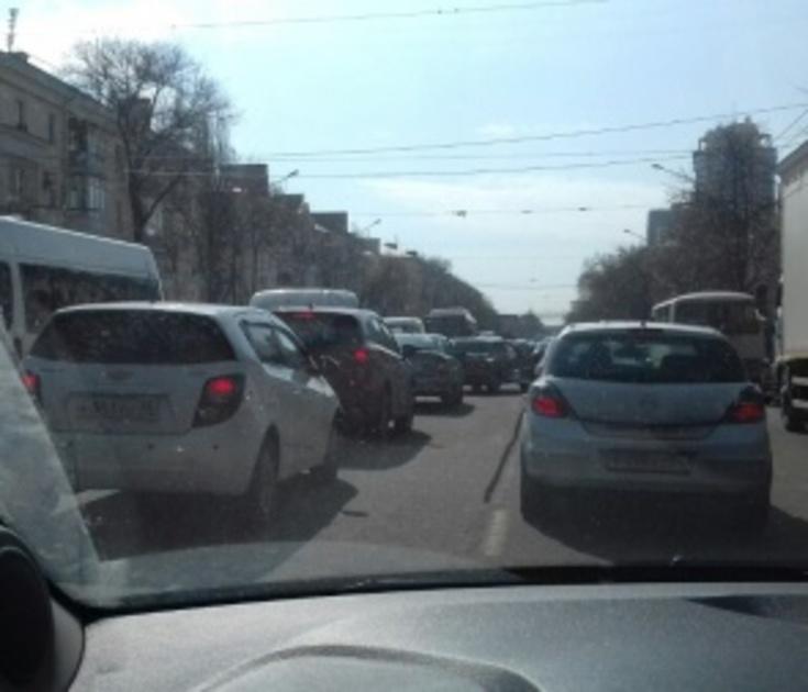 Воронеж встал в 9-балльных пробках из-за дождя и аварий