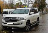 В Воронеже водителя элитного внедорожника оштрафовали за парковку на тротуаре