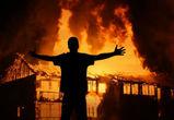 Житель села под Воронежем сжег четыре сарая и избил соседа за отказ в спиртном