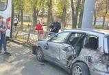 В Воронеже маршрутка врезалась в семь припаркованных автомобилей