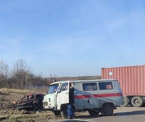 Под Воронежем фура раздавила легковушку: один человек погиб
