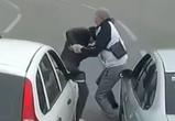 В Воронеже водители устроили потасовку прямо посреди дороги