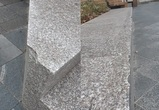 В центре Воронежа скейтеры разбили гранитные плиты в отремонтированном сквере