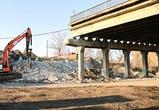 На улице 9 Января продолжается демонтаж элементов опоры виадука