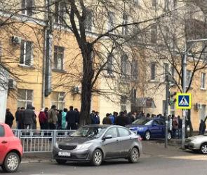 В Воронеже у диспансера из-за подорожания справок выстроилась огромная очередь
