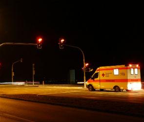 Под Воронежем водитель иномарки врезался в стоящую фуру и попал в больницу