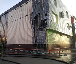 Под Воронежем загорелся торговый центр – фото, видео
