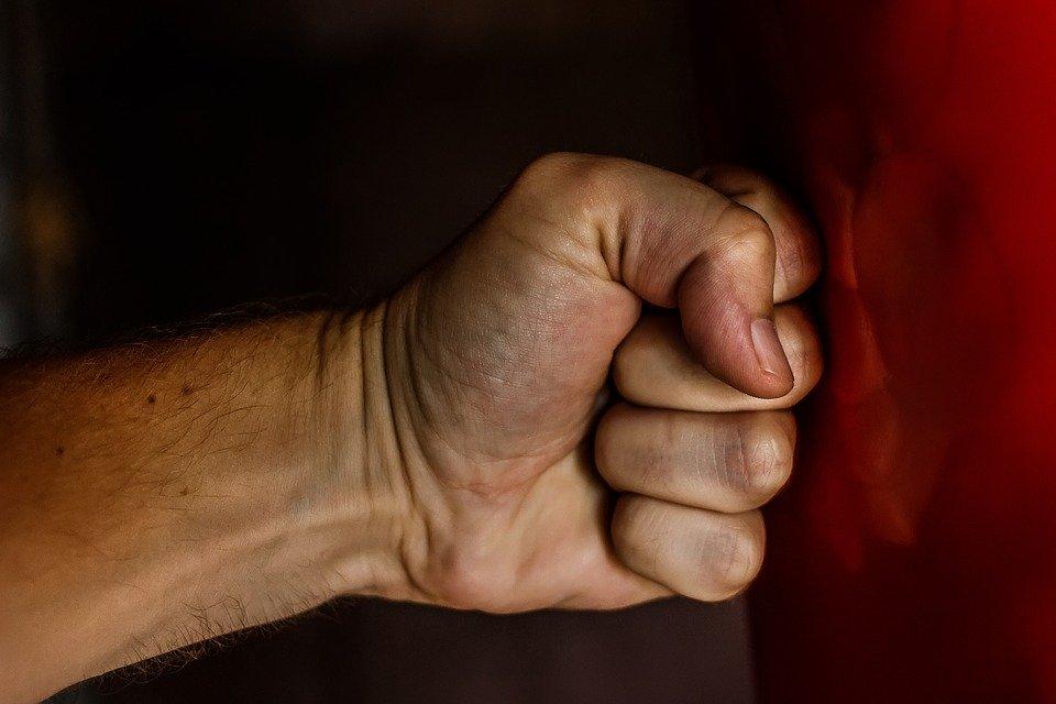 Воронежцу, избившему мужа своей сестры, грозит 3 года тюрьмы