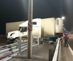 На трассе в Воронежской области столкнулись 8 автомобилей