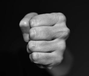 В Воронежской области мужчина избил знакомую в ходе пьяной ссоры
