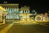 Поврежденную вандалами праздничную карусель на площади Ленина починили