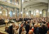 Сотни верующих встретили Рождество в воронежском кафедральном соборе