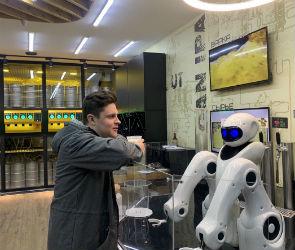 В Воронеже открылся первый «беспилотный бар» с роботом-барменом