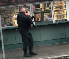 Бронетехника и силовики с автоматами в центре Воронежа напугали горожан (видео)