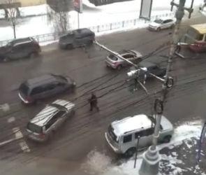 У знаменитой бабушки-регулировщицы из Воронежа появился аккаунт в ВК