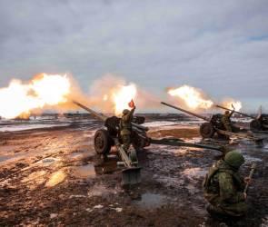 Военные показали подготовку к салюту в честь Дня защитника Отечества