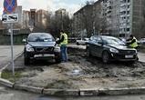 Воронежских автомобилистов начали штрафовать за парковку на газонах