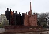 В Воронеже патинировали медную композицию на площади Победы