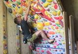 Воронежский спортсмен на самоизоляции построил скалодром прямо в квартире
