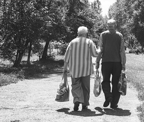 Работающим воронежским пенсионерам продлят больничный до конца мая