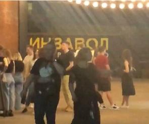 СМИ: Воронежцы собрались на вечеринке в «Винзаводе», несмотря на пандемию
