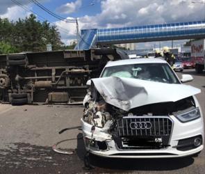 В Воронеже в результате ДТП перевернулась маршрутка с пассажирами