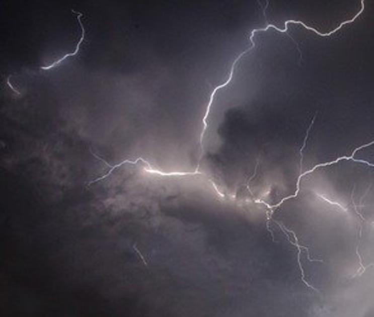 Синоптики сообщили о сильном ветре и ливнях в Воронежской области