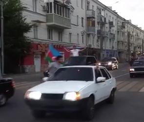 В Воронеже автоколонна с флагами Азербайджана парализовала движение в центре