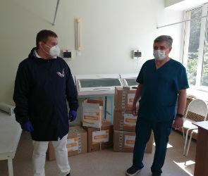 Воронежские волонтеры передали работающим в «красной зоне» медикам комплекты СИЗ