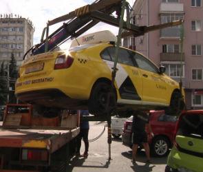 В Воронеже 21 автомобиль эвакуировали за парковку на местах для инвалидов