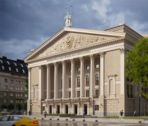 Фасад оперного театра в Воронеже предложили полностью остеклить