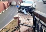 Каменный мост вновь пострадал из-за неаккуратного водителя – фото